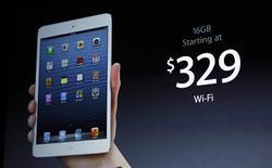 <p>El nuevo iPad mini durante su presentación en un evento de Apple en San Jose, EEUU, oct 23 2012. Apple lanzó el martes su nuevo iPad mini, un dispositivo delgado como un lápiz y con una pantalla de 7,9 pulgadas en diagonal (unos 20,06 centímetros) que comenzará a comercializarse a un precio desde 499 dólares. REUTERS/Robert Galbraith</p>