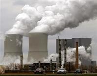 <p>Dow Chemical, le numéro un américain de la chimie, va réduire ses effectifs de 5% et fermer 20 sites de production dans le cadre d'un plan de restructuration destiné à contrer le ralentissement de l'économie mondiale. /Photo d'archives/REUTERS</p>