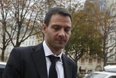 <p>La cour d'appel de Paris a condamné mercredi à trois ans de prison ferme l'ex-trader de la Société générale Jérôme Kerviel pour une perte de 4,9 milliards d'euros en 2008 et confirmé qu'il devrait rembourser en totalité le préjudice./Photo prise le 24 octobre 2012/REUTERS/Gonzalo Fuentes</p>