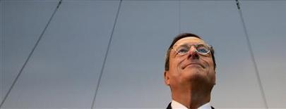 <p>Le nouveau programme de rachats de titres de la Banque centrale européenne (BCE) ne compromettra pas son indépendance et n'alimentera pas l'inflation, a déclaré mercredi le président de la BCE Mario Draghi aux parlementaires allemands. /Photo prise le 24 octobre 2012/REUTERS/Tobias Schwarz</p>