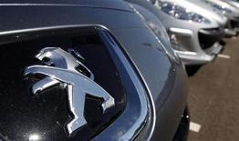 <p>L'Etat apportera sa garantie à hauteur de sept milliards d'euros au pôle bancaire de PSA Peugeot Citroën et aura en échange un siège au conseil de surveillance du premier constructeur automobile français. /Photo prise le 7 septembre 2012/REUTERS/Vincent Kessler</p>