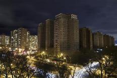 <p>Un quartier résidentiel privé de courant à Brighton Beach, à New York, vendredi. Les immeubles du bas Manhattan se sont éclairés tôt samedi matin pour la première fois depuis le passage de l'ouragan Sandy dans le nord-est des Etats-Unis alors qu'environ trois millions de foyers et d'entreprises restaient privés d'électricité, dans l'attente de l'intervention des secours.</p>