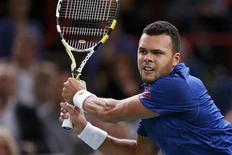 """<p>Correction: retire mention de """"numéro un mondial"""" dans le premier paragraphe car Novak Djokovic ne le sera qu'à partir de lundi. Le tirage au sort du Masters de fin d'année, qui aura lieu la semaine prochaine à Londres, a placé le Français Jo-Wilfried Tsonga dans le groupe de Novak Djokovic et d'Andy Murray. /Photo prise le 2 novembre 2012/REUTERS/Benoît Tessier</p>"""