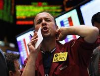 <p>Imagen de archivo de un operador en el parqué del Mercantil de Nueva York, mayo 13 2011. Los futuros del petróleo en Estados Unidos subieron el martes más de un 3 por ciento, escalando por segunda sesión consecutiva al recibir impulso de las ganancias de Wall Street y la debilidad del dólar, en medio de las expectativas por los resultados de las elecciones en ese país. REUTERS/Shannon Stapleton</p>