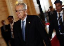 <p>Imagen de archivo del primer ministro de Italia, Mario Monti, durante el segundo día de la cumbre ASEM en Vientián, nov 6 2012. El primer ministro italiano, Mario Monti, dijo el lunes que preferiría no seguir en el cargo luego de las elecciones de abril, pese a los pedidos de varios sectores para que permanezca en su puesto. REUTERS/Damir Sagolj</p>