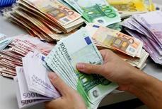 <p>Le déficit des paiements courants de la France s'est contracté à 3,3 milliards d'euros en septembre après 3,6 milliards en août, un chiffre revu à la baisse, selon les chiffres publiés mardi par la Banque de France. /Photo d'archives/REUTERS</p>
