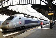 """<p>Les TGV low cost appelés """"Ouigo"""" seront lancés commercialement au premier semestre 2013. Ces trains seront accessibles à moins de 25 euros. /Photo prise le 3 avril 2012/REUTERS/Charles Platiau</p>"""