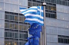 <p>Un conflit ouvert entre les bailleurs de fonds de la Grèce sur les moyens de rendre la dette du pays soutenable à long terme retarde le versement d'une nouvelle tranche d'aide et réveille les craintes d'une dislocation de la zone euro. /Photo prise le 13 novembre 2012/REUTERS/François Lenoir</p>