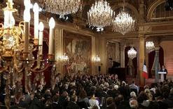 """<p>François Hollande a exhorté mardi les Français à """"faire nation"""" pour redresser leur pays, défendant la cohérence de sa politique économique face à la gravité de la crise. /Photo prise le 13 novembre 2012/REUTERS/Philippe Wojazer</p>"""