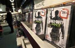 """<p>""""Call of Duty"""" d'Activision Blizzard, propriété de Vivendi. Le groupe de télécoms et de divertissement a légèrement relevé mardi sa prévision de résultat net ajusté pour 2012 grâce aux performances de sa filiale de jeux vidéo Activision Blizzard au troisième trimestre. /Photo prise le 16 octobre 2012/REUTERS/Tony Gentile</p>"""