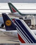 <p>Lufthansa et Air France-KLM vont céder une participation combinée de 5,28% dans le capital d'Amadeus IT Holdings via un placement privé auprès d'investisseurs institutionnels. /Photo d'archives/REUTERS/Alessandro Garofalo</p>