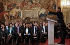 """<p>Lors de la première conférence de presse de son quinquennat, François Hollande a exhorté mardi à Paris les Français à """"faire Nation"""" face à la crise, prenant en """"responsabilité"""" des choix économiques dans une période """"grave"""" pour laquelle il s'est posé en rassembleur. /Photo prise le 13 novembre 2012/REUTERS/Philippe Wojazer</p>"""