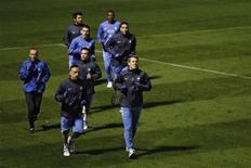 <p>Les Bleus à l'entraînement, à Clairefontaine. Après leur match nul encourageant face à l'Espagne il y a un mois, les joueurs de Didier Deschamps partent affronter l'Italie ce mercredi, lors d'un match amical. /Photo prise le 14 novembre 2012/REUTERS/Gonzalo Fuentes</p>