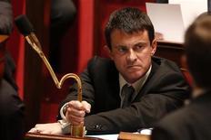 <p>Manuel Valls, le ministre de l'Intérieur, a dit mercredi regretter ses propos de mardi à l'Assemblée nationale où il paraissait imputer un retour du terrorisme à la droite. /Photo prise le 23 octobre 2012/REUTERS/Charles Platiau</p>