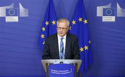<p>Le commissaire européen aux Affaires économiques et financières, Olli Rehn, a estimé mercredi à Bruxelles que l'Espagne a pris des mesures efficaces pour réduire son déficit budgétaire en 2012 et en 2013. Ces propos laissent entendre qu'il n'avait pas l'intention de durcir les procédures disciplinaires engagées contre Madrid. /Photo prise le 14 novembre 2012/REUTERS/François Lenoir</p>