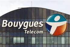 <p>L'opérateur Bouygues Telecom tiendra son objectif de résultat opérationnel (Ebitda) pour 2012. Sur les neuf premiers mois de l'année, l'Ebitda de l'opérateur a reculé de 22% pour s'établir à 807 millions d'euros, ce qui le place en bonne position pour atteindre l'objectif annuel de 900 millions d'euros. /Photo prise le 29 août 2012/REUTERS/Charles Platiau</p>