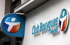 <p>Bouygues a revu à la hausse mercredi son objectif de chiffre d'affaires annuel grâce à son activité de BTP, après un troisième trimestre marqué par une chute de 29% de son résultat net, imputable pour l'essentiel à sa branche télécom. /Photo prise le 29 août 2012/REUTERS/Eric Gaillard</p>
