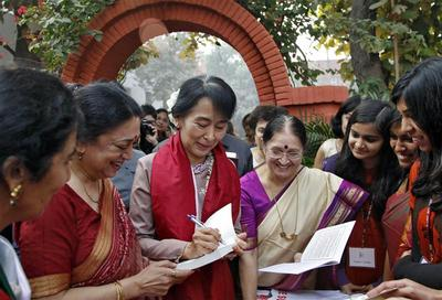 Suu Kyi visits India