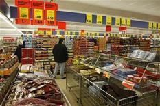 <p>La consommation des ménages et les exportations ont permis à l'économie allemande de continuer à croître au troisième trimestre, bien qu'à un rythme moins soutenu qu'auparavant. /Photo d'archives/REUTERS/Fabrizio Bensch</p>