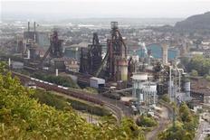 <p>Site d'ArcelorMittal de Hayange-Florange (Moselle). ArcelorMittal a déclaré vendredi que la cession de l'intégralité du site de Florange, réclamée par le gouvernement français pour faciliter la reprise de ses hauts fourneaux et de son aciérie, mettrait en péril le reste de ses activités en France. /Photo d'archives/REUTERS/Vincent Kessler</p>