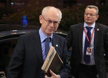 <p>Le président du Conseil européen Herman Van Rompuy sera chargé de poursuivre les discussions entre les 27 pays de l'UE pour trouver un accord sur le budget 2014-2020 après l'échec du sommet de Bruxelles. /Photo prise le 23 novembre 2012/REUTERS/Yves Herman</p>