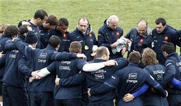 <p>France-Samoa devrait être pour le XV de France la cerise sur un gâteau de novembre. Une victoire l'assurerait de faire partie avec la Nouvelle-Zélande, l'Australie et l'Afrique du Sud des quatre têtes de série protégées lors du tirage au sort de la Coupe du monde 2015, le 3 décembre. /Photo d'archives/ REUTERS/Jacky Naegelen</p>