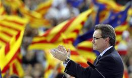 <p>Meeting électoral d'Artur Mas, président nationaliste de la communauté autonome, à Barcelone. Au-delà de l'affirmation d'une identité culturelle, les velléités sécessionnistes de la Catalogne expriment aussi désormais une frustration croissante à l'égard de la récession, du chômage et du poids des impôts, autant de maux imputés au gouvernement central de Madrid. /Photo prise le 24 novembre 2012/REUTERS/Albert Gea</p>
