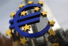 <p>Les ministres des Finances de la zone euro se retrouvent ce lundi à Bruxelles pour convenir des modalités de rachat d'obligations de la Grèce et passer en revue la situation de Chypre, également en difficulté. /Photo d'archives/REUTERS/Alex Domanski</p>