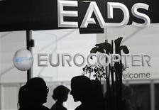 <p>EADS a confirmé lundi que ses actionnaires de référence discutaient actuellement de possibles changements dans la structure de son actionnariat et de sa gouvernance. /Photo d'archives/REUTERS/Tobias Schwarz</p>