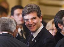 <p>Arnaud Montebourg, ministre du Redressement productif, s'est refusé lundi à toute déclaration publique sur la menace de démission qu'il a brandie samedi en raison de la gestion du dossier du sauvetage du site sidérurgique de Florange. /Photo prise le 3 décembre 2012/REUTERS/Robert Pratta</p>