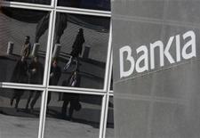 <p>L'Espagne a déposé une demande d'aide de 39,5 milliards d'euros pour son secteur bancaire afin de recapitaliser les établissements de crédit dont la santé a été mise à mal par l'explosion de la bulle immobilière, dont les quatre banques en difficulté ayant été nationalisées Bankia, Catalunya Banc, BCG Banco et Banco de Valencia. /Photo prise le 28 novembre 2012/REUTERS/Andrea Comas</p>
