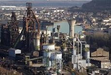 <p>Les syndicats d'ArcelorMittal restent sceptiques sur le contenu de l'accord entre le gouvernement et le groupe sidérurgique sur le site de Florange, aucune garantie n'y apparaissant sur l'avenir des hauts-fourneaux. /Photo prise le 20 février 2012/REUTERS/Vincent Kessler</p>