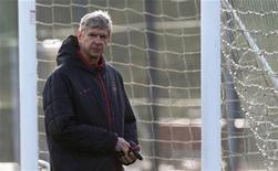 <p>Le manager d'Arsenal, Arsène Wenger, a déclaré que le club se priverait de six habituels titulaires mardi contre l'Olympiakos Le Pirée en Ligue des champions afin de leur offrir un peu de repos. Arsenal est déjà qualifié pour les huitièmes de finale. /Photo prise le 3 décembre 2012/REUTERS/ Eddie Keogh</p>