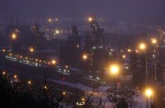 <p>Les syndicats d'ArcelorMittal restent sceptiques sur le contenu de l'accord entre le gouvernement et le groupe sidérurgique sur le site de Florange, aucune garantie n'y apparaissant sur l'avenir des hauts-fourneaux. /Photo prise le 3 décembre 2012/REUTERS/Vincent Kessler</p>