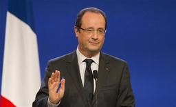 <p>L'exécutif français, écartelé entre gauche radicale et contraintes économiques, a plus à perdre à cultiver le flou politique qu'à assumer une ligne clairement réformiste, selon des analystes interrogés par Reuters. /Photo prise le 3 décembre 2012/REUTERS/Robert Pratta</p>