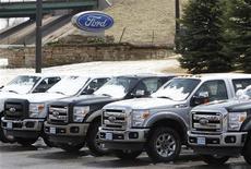 <p>Pick-up F-150 de Ford, pour lesquels la demande a bondi de 17% en novembre. Les ventes automobiles aux Etats-Unis ont enregistré en novembre leur volume annualisé CVS le plus élevé depuis février 2008, au total de 15,54 millions de véhicules, selon Autodata. En données mensuelles, les ventes automobiles ont augmenté de 15%. /Photo d'archives/REUTERS/Rick Wilking</p>