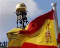 <p>Les vlaeurs bancaires sont à suivre à la Bourse de Paris après l'annonce par le président de l'Eurogroupe Jean-Claude Juncker que les banques espagnoles recevront la semaine prochaine une aide européenne de 39,5 milliards d'euros. /Photo prise le 24 septembre 2012/REUTERS/Sergio Perez</p>