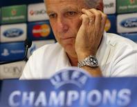 <p>L'entraîneur de Montpellier René Girard. Les Héraultais aimeraient saisir, mardi à La Mosson face à Schalke 04, leur dernière chance de gagner un match de Ligue des champions et finir leur campagne européenne sur une bonne note. /Photo prise le 23 octobre 2012/REUTERS/Jean-Paul Pélissier</p>