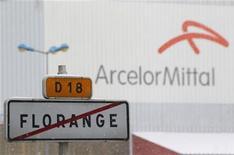 <p>Le site sidérurgique de Florange (Moselle), qui a fait l'objet d'un accord entre ArcelorMittal et le gouvernement français fin novembre, est l'un des sites les plus rentables du groupe dans le nord de l'Europe, selon la CFDT qui s'appuie sur un document interne du géant mondial de l'acier. /Photo prise le 3 décembre 2012/REUTERS/Vincent Kessler</p>
