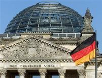 <p>L'économie allemande subira une contraction au dernier trimestre 2012 mais se redressera le trimestre suivant, la demande intérieure et les exportations vers des pays hors de la zone euro débouchant sur une croissance de 0,7% sur l'ensemble de 2013, selon l'institut de conjoncture. /Photo d'archives/REUTERS</p>