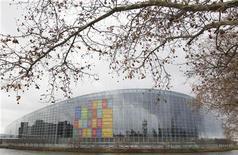 <p>La Cour de justice de l'Union européenne, saisie par la France, a décidé que le Parlement européen devait rétablir dans leur intégralité les douze sessions plénières qu'il est tenu d'organiser chaque année à Strasbourg. /Photo prise le 10 décembre 2012/REUTERS/Vincent Kessler</p>