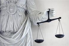 <p>Une pétition de plus de 100 avocats français protestant contre la sévérité à leurs yeux excessive de la cour d'appel de Paris a suscité une réponse indignée du principal syndicat de magistrats, qui en appelle à la ministre de la Justice. /Photo d'archives/REUTERS/Stéphane Mahé</p>