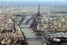 <p>Le futur métro Grand Paris Express devrait coûter 30 milliards d'euros, soit 9,5 milliards de plus que prévu en 2008, selon un rapport remis au gouvernement qui suggère d'étaler les travaux au-delà de l'échéance de 2025 initialement prévue. /Photo d'archives/REUTERS</p>