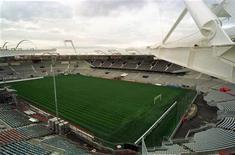 <p>Mal en point en Ligue 1, le Toulouse FC dit pâtir du mauvais état de la pelouse du Stadium, où ils s'apprêtent à disputer deux matches d'affilée alors que le terrain a été particulièrement sollicité ces dernières semaines, un match de rugby du Stade Toulousain contre Clermont en Top 14 s'étant intercalé entre les rencontres du TFC. /Photo d'archives/REUTERS/Jean Philippe Arles</p>