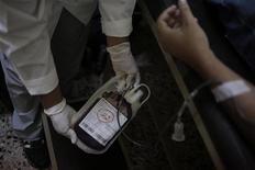 <p>La ministre de la Santé Marisol Touraine a estimé sur BFM-TV et RMC que les conditions n'étaient pas encore réunies pour lever l'interdiction de don de sang par les homosexuels. /Photo d'archives/REUTERS/Jorge Dan Lopez</p>