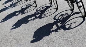 <p>Le départ du Tour de France 2014 sera donné en Angleterre, dans le comté du Yorshire. Une étape sera disputée à Londres. /Photo d'archives/REUTERS/Bogdan Cristel</p>