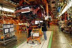 <p>La production industrielle a augmenté plus qu'attendu aux Etats-Unis en novembre (+1,1% contre +e 0,3% attendu par les analystes), enregistrant sa plus forte hausse depuis près de deux ans grâce à la reprise des activités perturbées par l'ouragan Sandy. /Photo d'archives/REUTERS/Rebecca Cook</p>