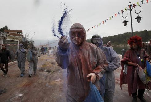 Fighting with colored flour