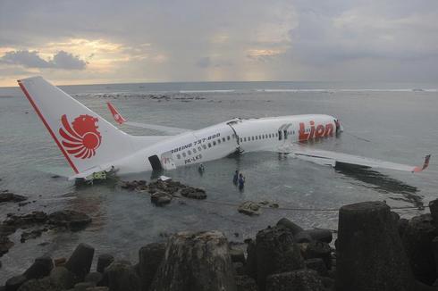 Plane skids into sea