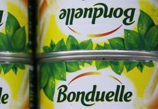 Bonduelle relève mercredi son objectif annuel de rentabilité opérationnelle courante pour son exercice décalé 2013-2014 après avoir enregistré une progression de sa rentabilité au premier semestre soutenue par l'activité du groupe en dehors de l'Europe. /Photo d'archives/REUTERS/Régis Duvignau